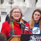 """Suora-avvocato che prega alla Convention democratica: sulla legalità dell'aborto """"non ho la conoscenza o l'autorità per decidere"""""""