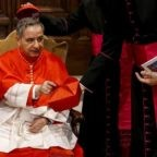 Osservatore Marziano si schiera e ha fatto un'offerta al Cardinale di Pattata, che rifiutare sarebbe da sciocchi. E Sua Eminenza sciocco non è di certo