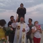 """Tappa calabrese del pellegrinaggio di Padre Jarek con la statua e le reliquie di San Charbel: """"Kocham was, Kalabryjczycy!"""" (Vi amo, calabresi!)"""