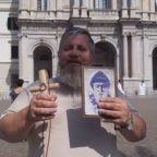 Padre Jarek ha pregato a Pompei per il compleanno della Madonna