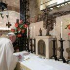 Papa Francesco firma la terza Enciclica