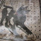 Canis canem non est, ma tutti i cani hanno mangiato avidamente gli escrementi del cane del padrone più potente che ci sia. Cave canem!