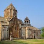 """La Chiesa apostolica armena lancia un accorato appello: """"Salviamo dalla distruzione chiese e monasteri nell'Artsakh"""". Chi lo ascolterà?"""