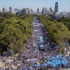 """Papa Francesco sostiene le istanze delle attiviste pro-vita dei barrios popolari di Buenos Aires e la loro opposizione alla legalizzazione dell'aborto. """"Presente, presente, la voz del inocente"""""""