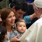 """Papa Francesco smonta in un solo colpo due falsi miti e ripropone l'insegnamento cattolico sulla sessualità non """"cosificata"""""""