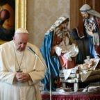 Papa: la preghiera di intercessione è missione della Chiesa