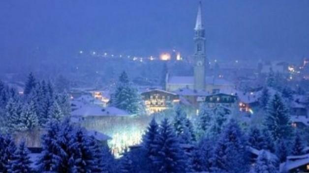 Foto Con La Neve Di Natale.Un Paesino Di Montagna Con La Neve Buon Natale Mamma Korazym Org
