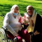 I Bernardini della Missione cattolica polacca a Buenos Aires portano la Santa Comunione alla sorella di Papa Francesco
