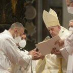 Papa Francesco invita i sacerdoti ad essere vicini
