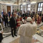 Papa Francesco invita a proteggere i bambini