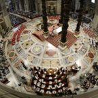Papa Francesco invita a mettere Dio al primo posto