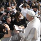 Papa Francesco: la preghiera è dialogo con Dio