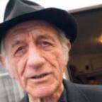 Milano dà l'addio a don Riboldi, il prete dei nomadi