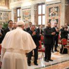 Papa Francesco invita i seminaristi a stare nel mondo