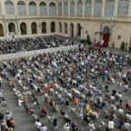 Papa Francesco: Gesù prega per noi