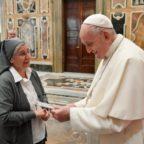 Papa Francesco alle suore: presenza viva nella Chiesa